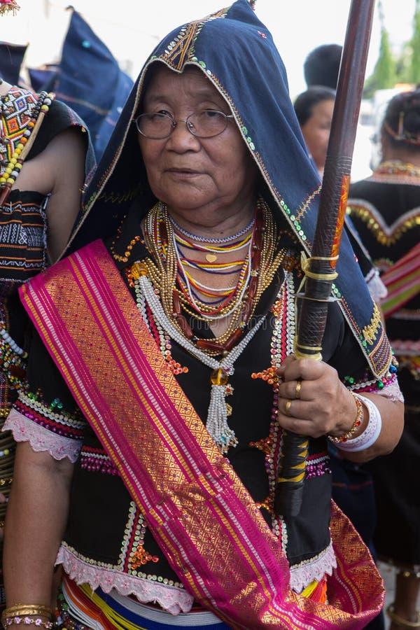 Traje tradicional do dusun de Kadazan fotografia de stock
