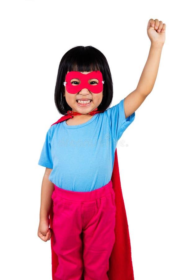 Traje vestindo do super-herói da menina chinesa pequena asiática fotografia de stock