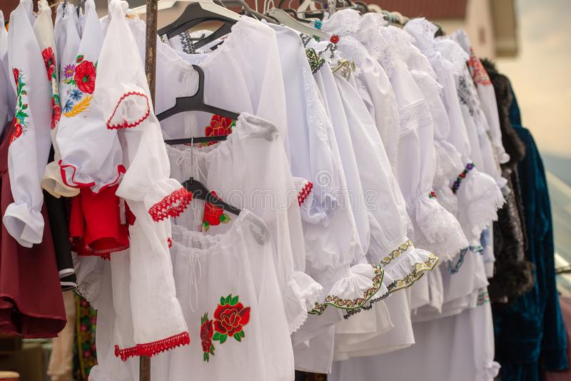 Trajes tradicionais de Rom?nia, condado de Maramures imagens de stock
