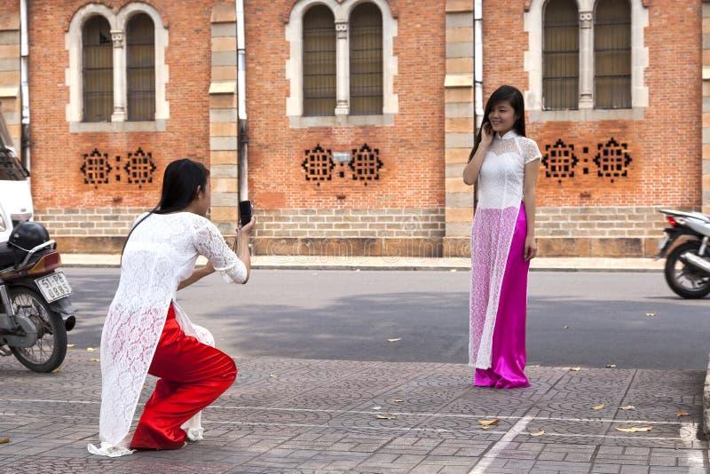 Trajes vietnamitas clásicos imagen de archivo