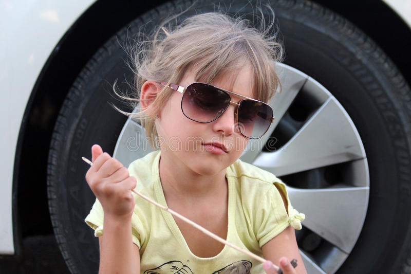 Trajet en voiture avec un enfant photos libres de droits