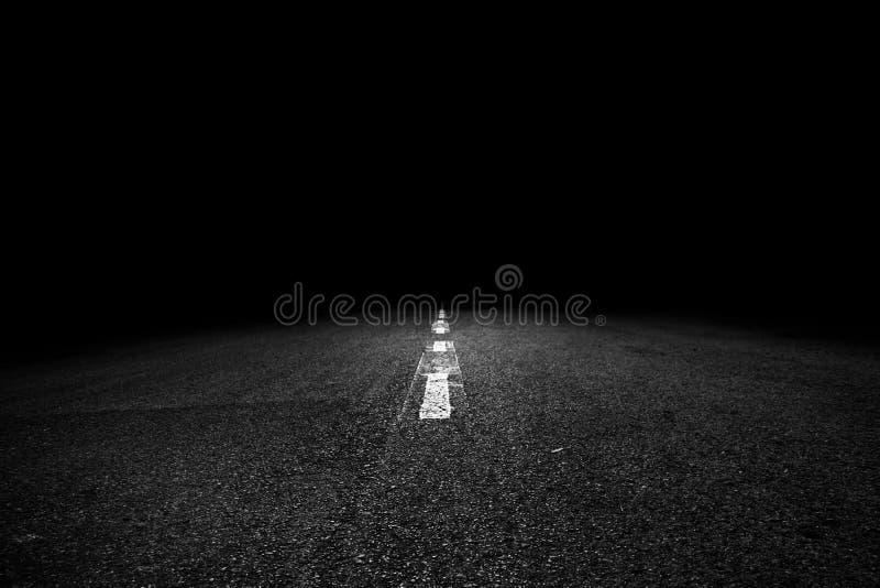 Trajeto à escuridão foto de stock
