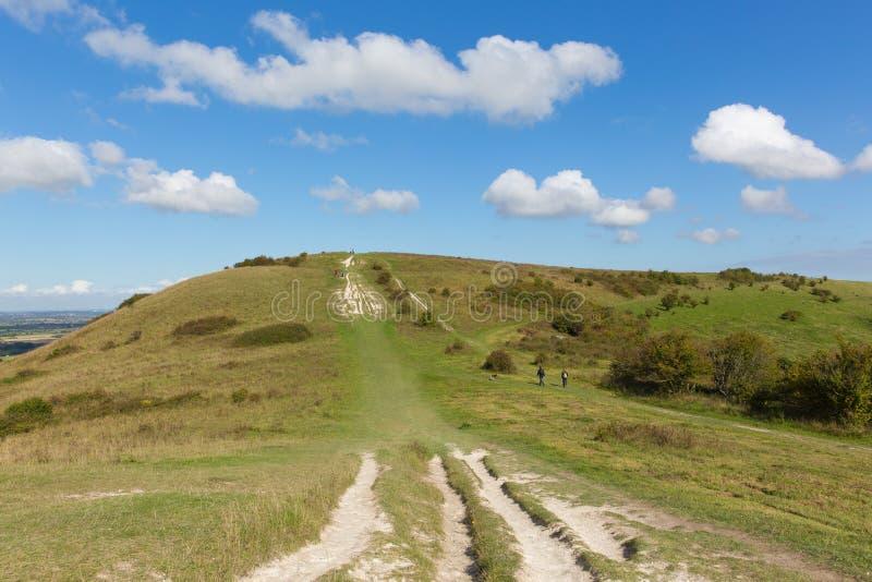 Trajeto ao campo inglês BRITÂNICO de Buckinghamshire Inglaterra dos montes de Chiltern da baliza de Ivinghoe imagem de stock