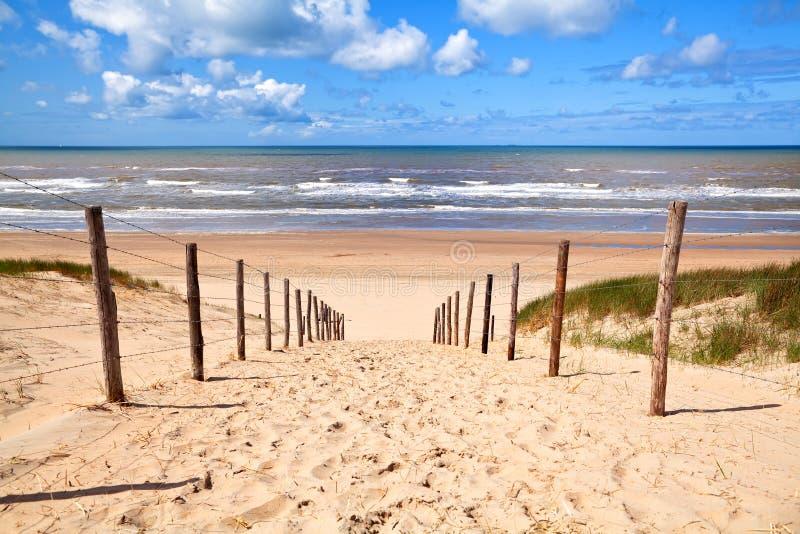 Trajeto ao Sandy Beach pelo Mar do Norte fotografia de stock royalty free