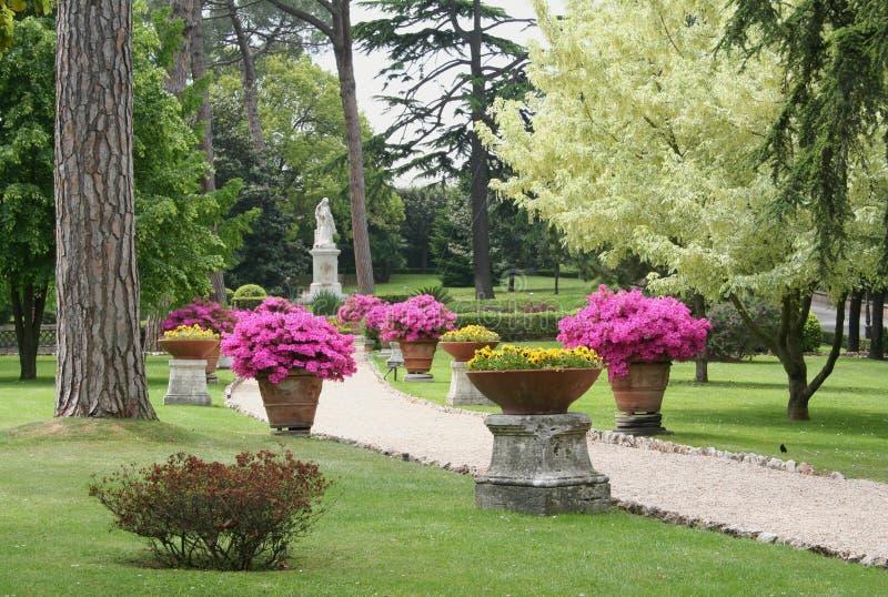 Trajeto através dos jardins de vatican fotos de stock