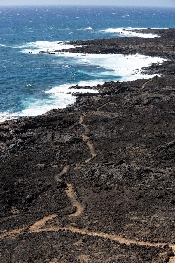 Trajeto com a área vulcânica perto do litoral da ilha de Tenerife, canário, Espanha foto de stock
