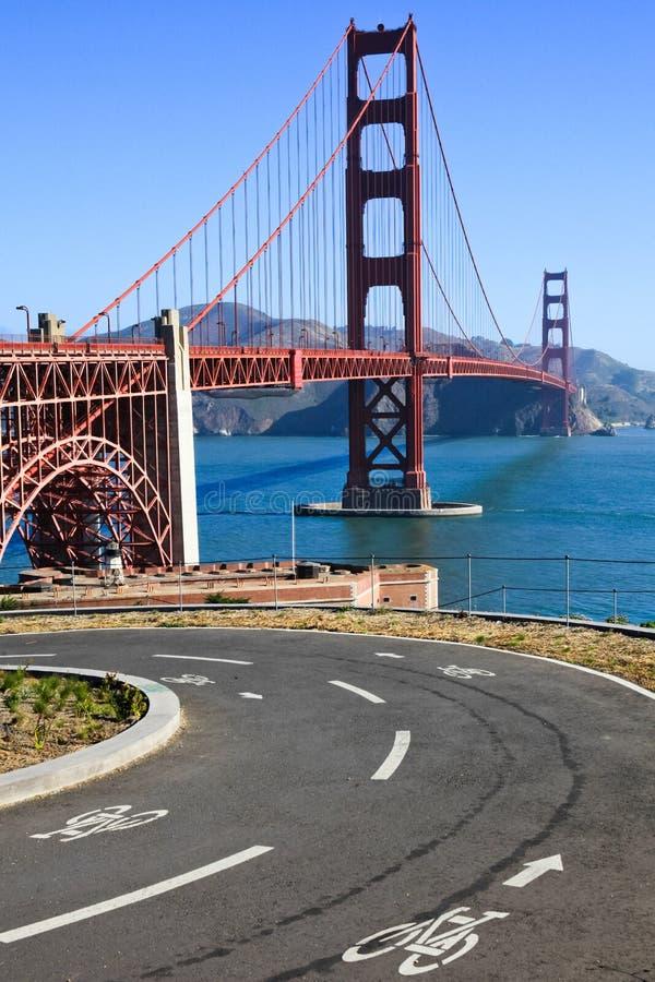 Trajeto da bicicleta de golden gate bridge imagem de stock