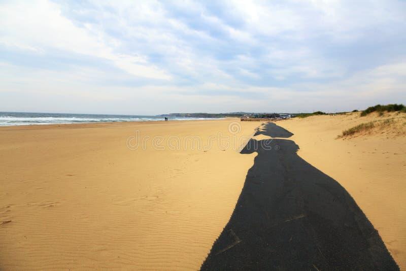 Trajeto de passeio na praia da areia fotografia de stock royalty free
