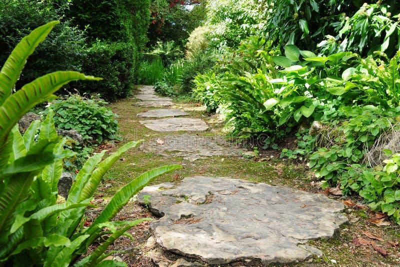 Trajeto do jardim da pedra de piso fotos de stock royalty free