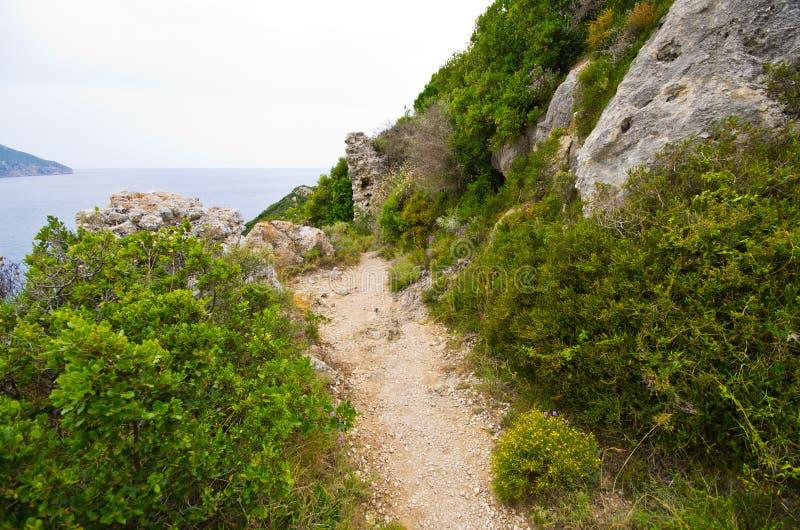 Trajeto rochoso na ilha de Corfu, Grécia fotos de stock royalty free