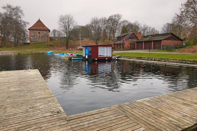 Trakai, Литва - 7-ое ноября 2017: Дайвинг-клуб на озере стоковое фото rf