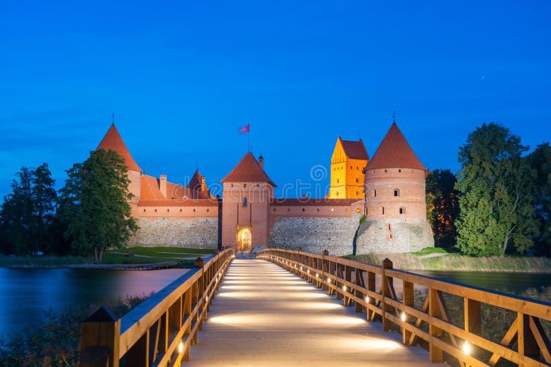 Trakai kasztel przy nocą - wyspa kasztel w Trakai zdjęcia stock