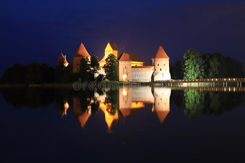Trakai kasztel w nighttime Trakai, Lithuania fotografia stock