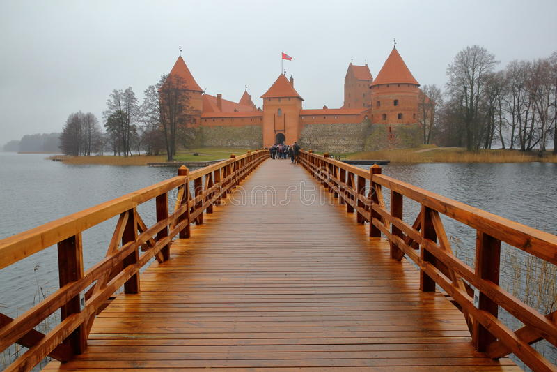 TRAKAI, LITOUWEN - JANUARI 1, 2017: Trakaikasteel op een eiland van Meer Galve dichtbij Vilnius wordt voortgebouwd die royalty-vrije stock foto's