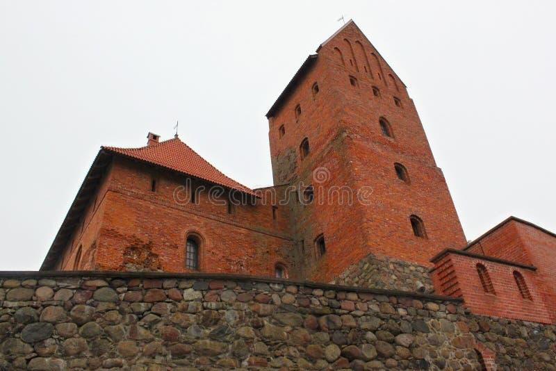TRAKAI, LITUANIA - 2 DE ENERO DE 2013: Ciudadela del castillo de la isla de Trakai imagen de archivo libre de regalías