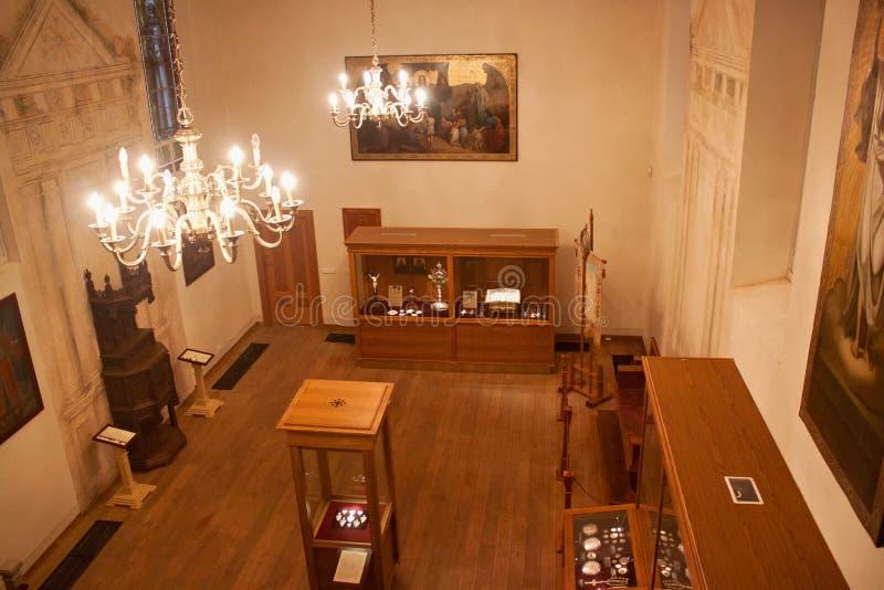 TRAKAI, LITUANIA - 2 GENNAIO 2013: Interno del museo della parte sacra di arte del museo storico di Trakai fotografia stock