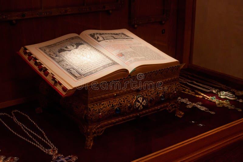 TRAKAI, LITUANIA - 2 GENNAIO 2013: Libro antico in museo di arte sacra immagine stock libera da diritti