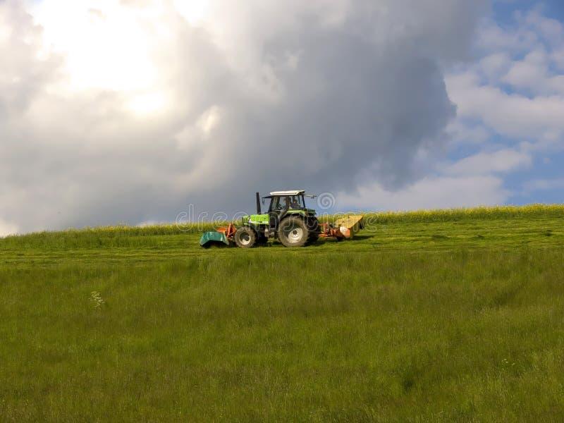 Download Traktor stockbild. Bild von motor, traktor, wiese, räder - 872483