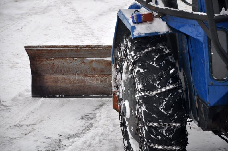 Traktor, der die Straße säubert lizenzfreies stockbild