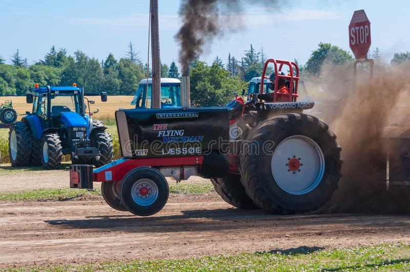 Traktor, der Wettbewerb zieht lizenzfreie stockbilder