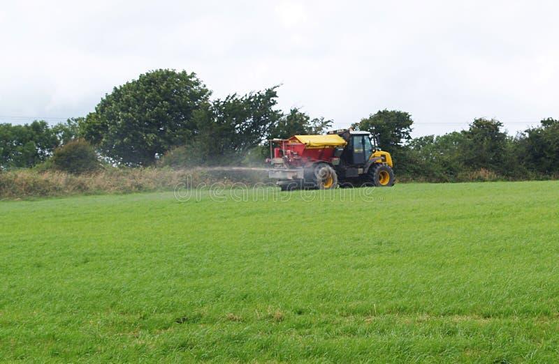 Traktor- och gyttjaSpreadergödningsmedel royaltyfria bilder