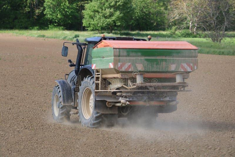 Traktor på arbete royaltyfri fotografi