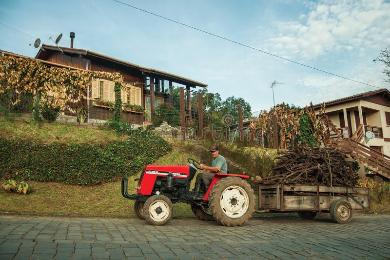 Трактор с марихуаной семена конопли lowryder 2 fem