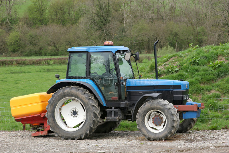 Traktor-und Düngemittel-Spreizer lizenzfreies stockfoto
