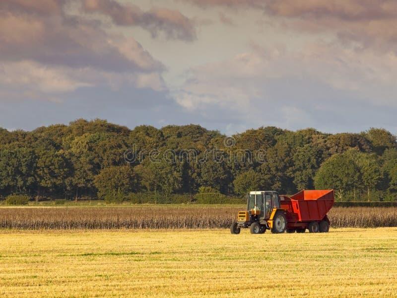Traktor und Schlussteil lizenzfreie stockfotos