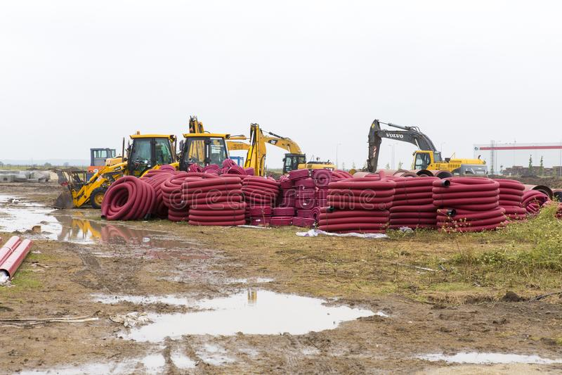 Traktorer, bulldozrar och avklopprör arkivfoto