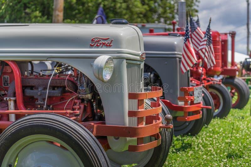 Traktorer visar på lokalt fastival arkivfoto