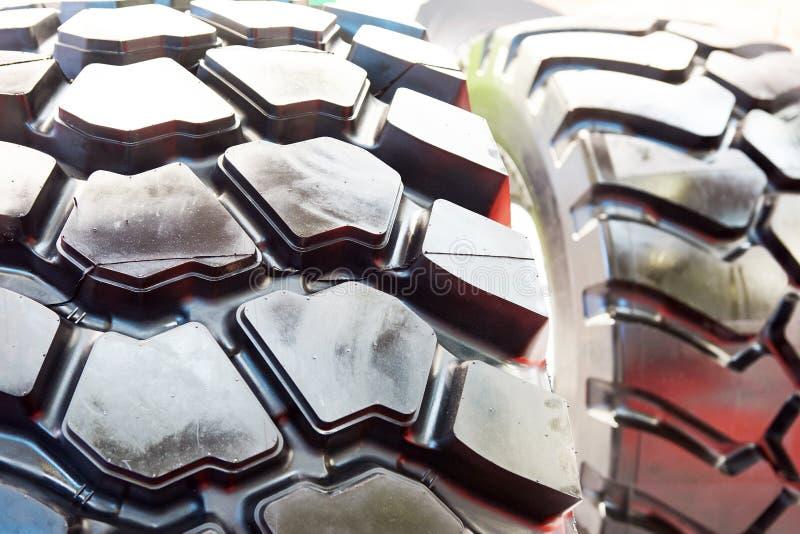 Traktorgummihjuldäckmönster i lager royaltyfri fotografi