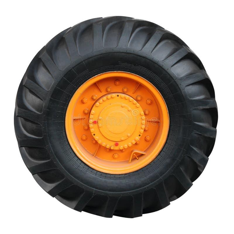 Traktorgummireifen auf weißem Hintergrund lizenzfreies stockfoto