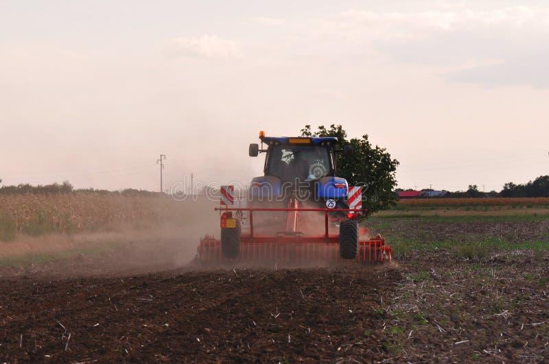 Traktorlantbruk arkivfoto