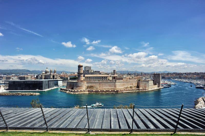 Tralicco forte, Mucem, cathedrale il principale ed entrata del san di vecchio porto di Marsiglia fotografia stock