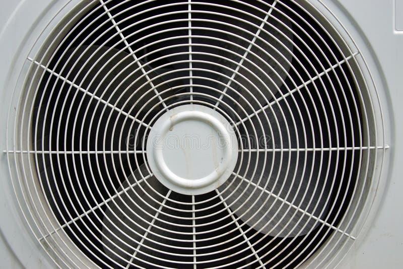 Traliewerk van de openluchteenheid van airconditioner stock foto's