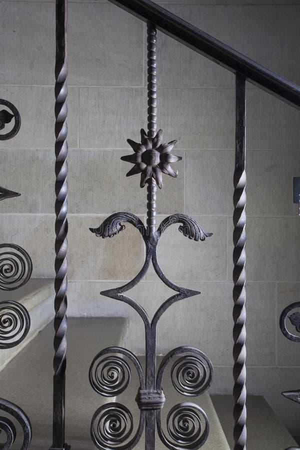 Tralkowy dokonanego żelaza szczegół z słonecznikiem obrazy royalty free