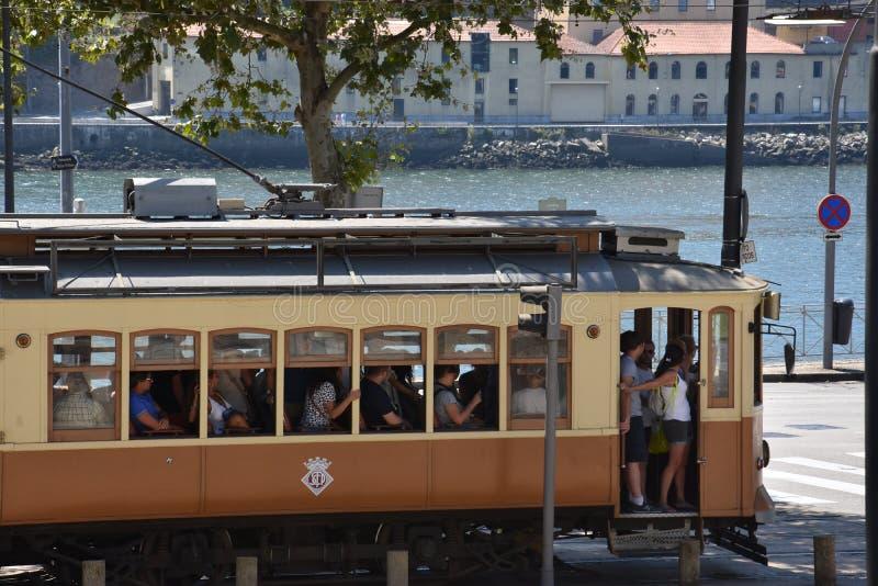 Tram à Porto, Portugal image libre de droits