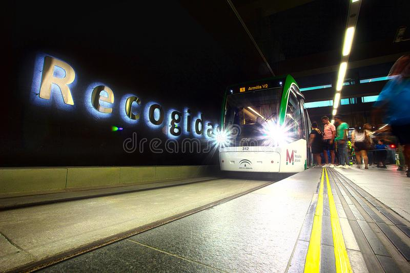 Tram bij Recogidas-Metro Post, Granada stock foto's