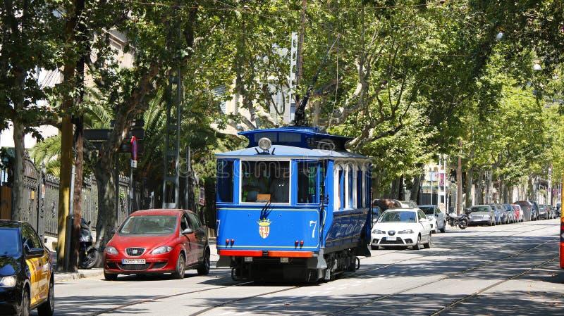 Tram blu storico a Barcellona fotografia stock libera da diritti