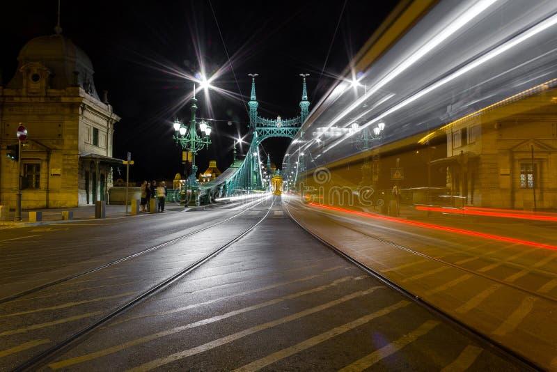 Tram de place de Fovam - Budapest images stock