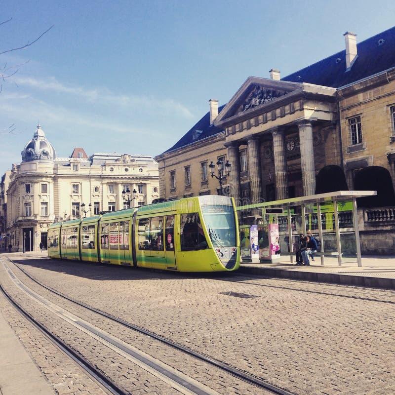 Tram an der französischen Stadt lizenzfreie stockfotografie
