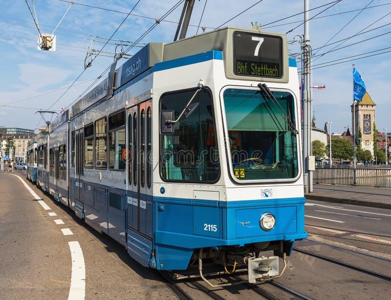 Tram in der Stadt von Zürich, die Schweiz lizenzfreie stockfotografie