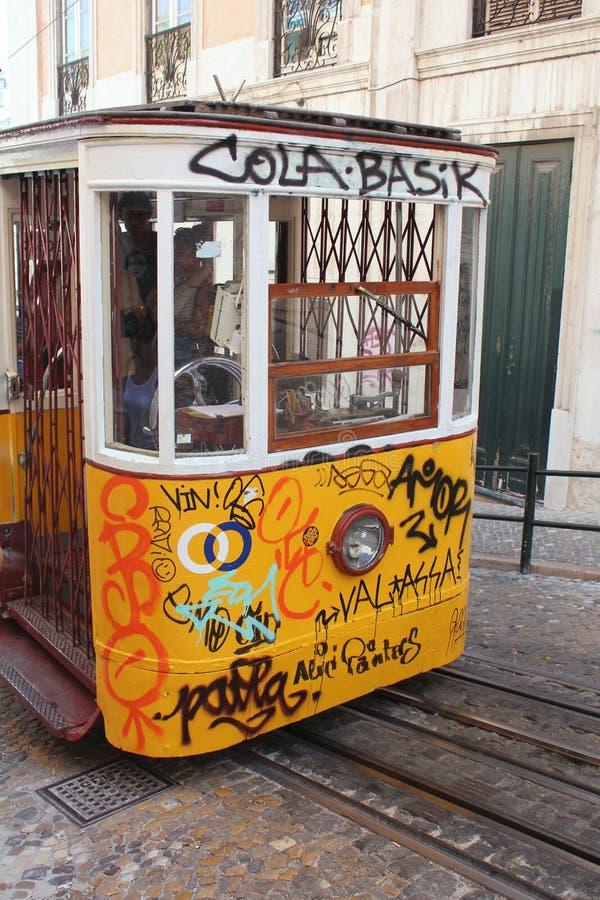 Tram di giallo di Lisbona fotografia stock libera da diritti