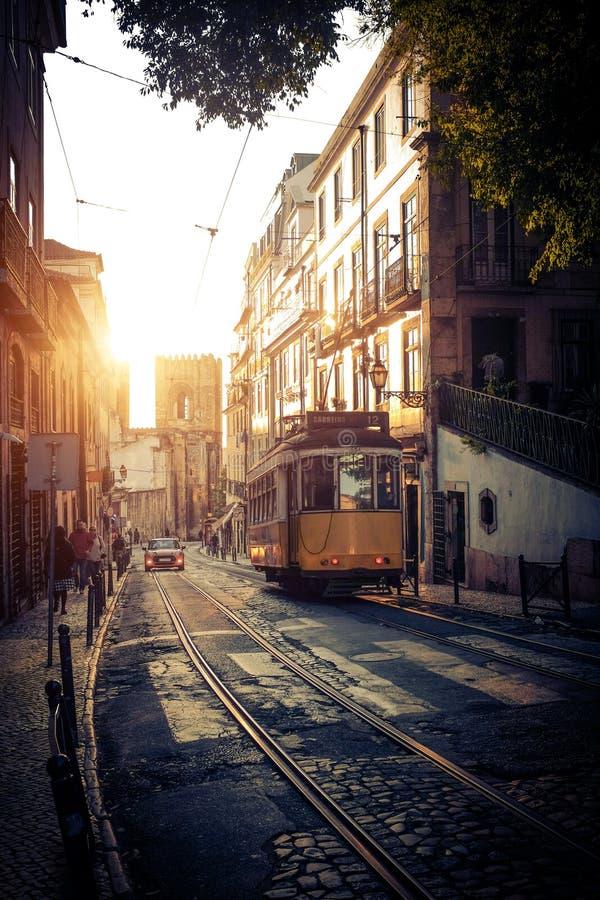 Tram elettrico a Lisbona fotografia stock