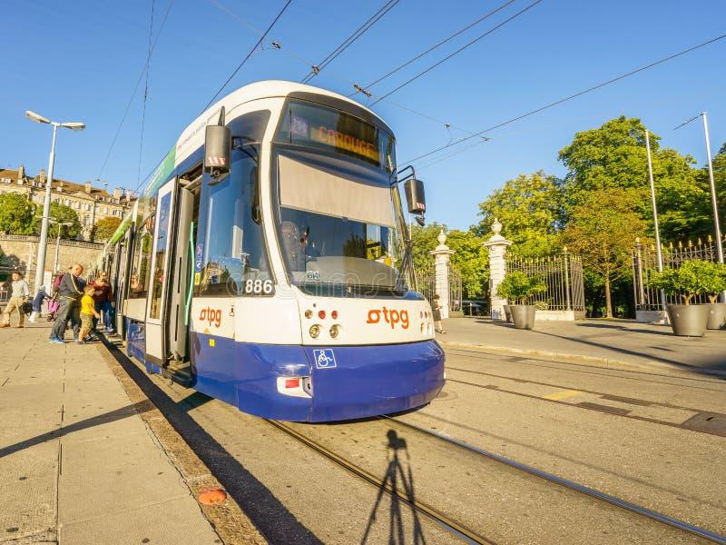 Tram in Genf, die Schweiz - HDR lizenzfreie stockbilder