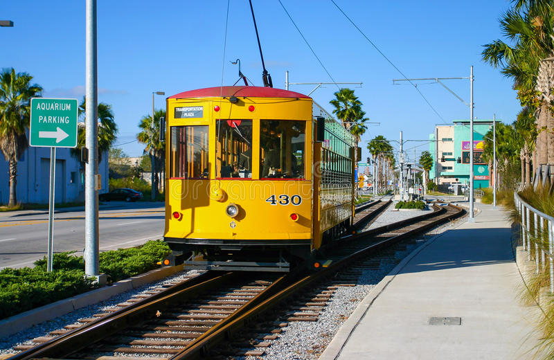 Tram jaune historique au port de Tampa image libre de droits