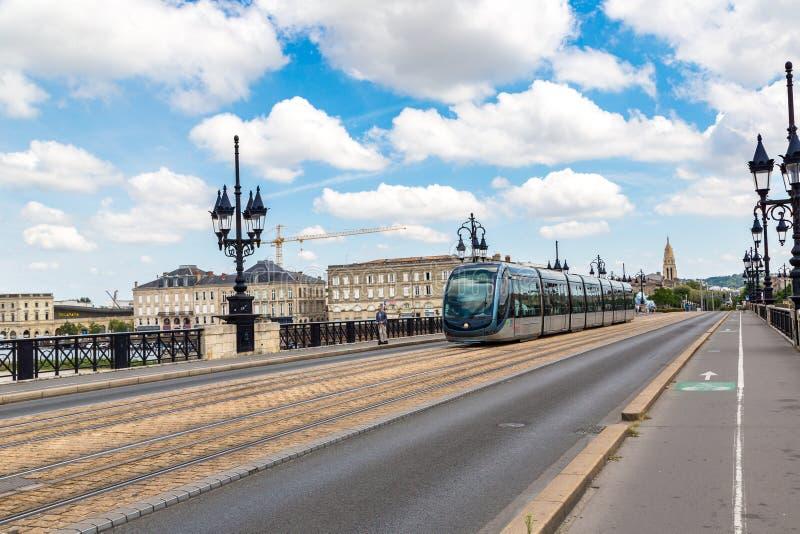 Tram moderno della città in Bordeaux fotografie stock libere da diritti