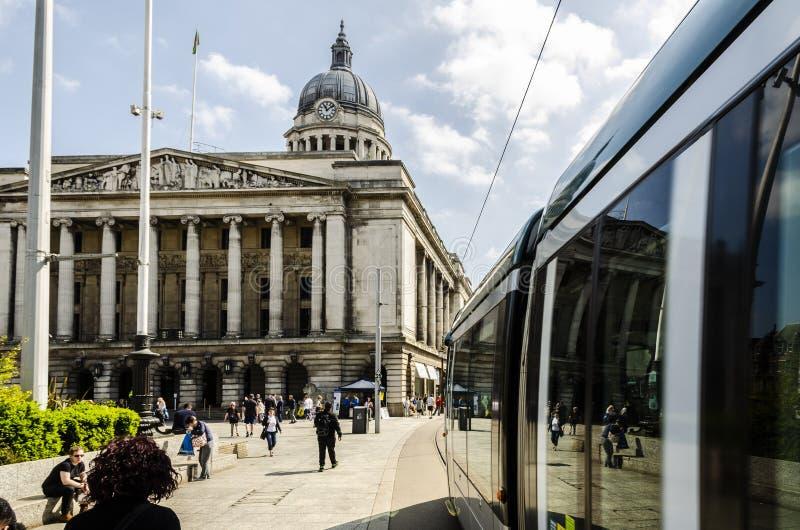 Tram NETTO e la sala del consiglio a Nottingham fotografia stock libera da diritti