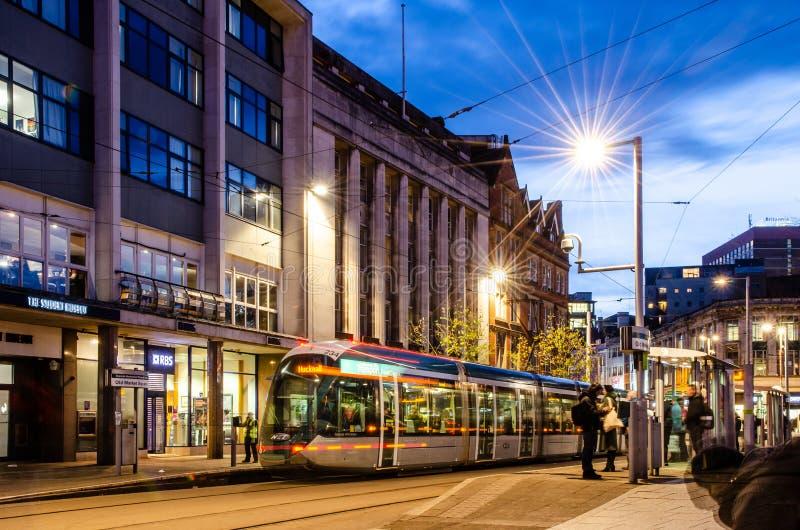 Tram NETTO nel vecchio quadrato del mercato, Nottingham fotografia stock libera da diritti